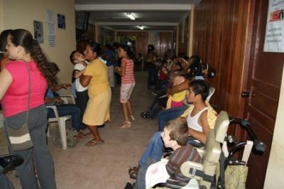 EN CALCETA, EL GOBIERNO ENTREGA BECAS A NIÑOS Y ADOLESENTES  DISCAPACITADO.