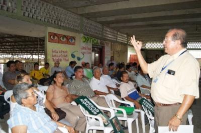 EN CALCETA, COMERCIANTES DEL MERCADO BUSCAN ORGANIZARSE
